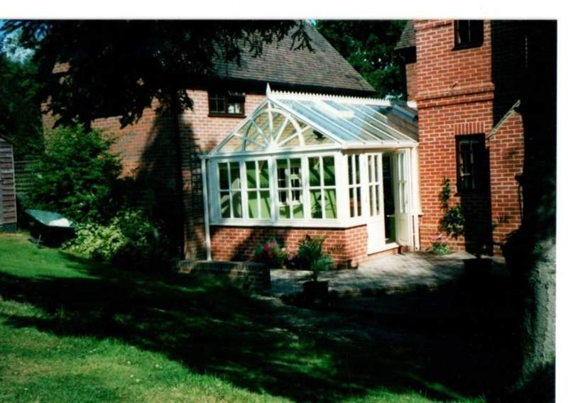 Conservatory between the house and garage